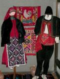 Мъжки и женски костюм, характерен за преселници балканджии, XIX в. - Исторически музей град Провадия