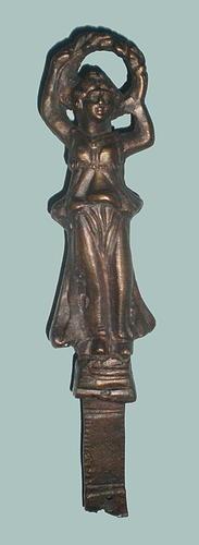 Фрагмент от украса на римска бойна колесница – Статуетка на богинята Виктория; Марцианопол; Късна античност - Исторически музей град Провадия