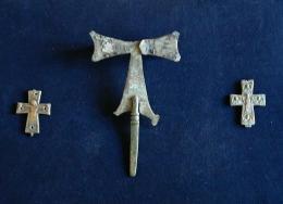 Бронзови кръстове-енколпиони и процесиен кръст; Късноантична и Средновековна крепост Проват-Овеч; Средновековие - Исторически музей град Провадия