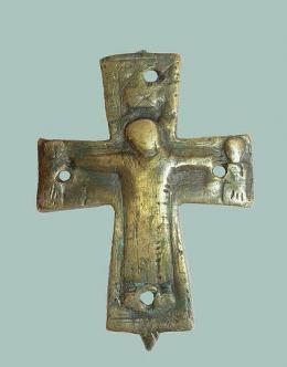 Бронзов кръст-енколпион; Късноантична и Средновековна крепост Проват-Овеч; Средновековие - Исторически музей град Провадия
