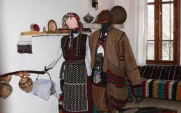 Традиционни костюми от средата на XIX в. - Исторически музей град Провадия