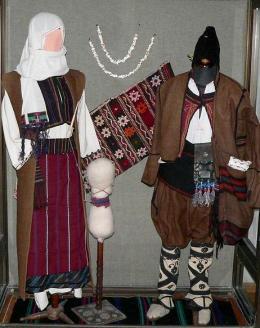 Традиционен мъжки и женски костюм от Провадийския Сърт, XIX в. - Исторически музей град Провадия